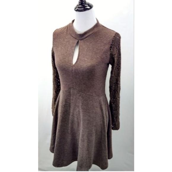 Nostalgia Dresses & Skirts - Nostalgia Large Dress Knee Length Brown Lace Slv
